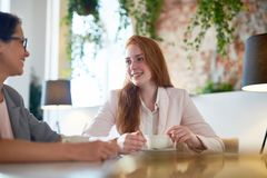 Коммерсантки в кафе Стоковое Фото