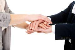 2 коммерсантки держа их руки совместно Стоковая Фотография RF