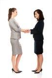 2 коммерсантки держа их руки совместно Стоковое фото RF