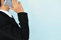 Коммерсантки используя smartphone Стоковые Изображения