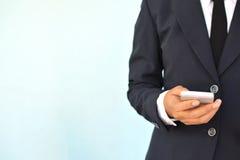 Коммерсантки используя smartphone Стоковые Фотографии RF