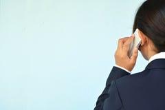 Коммерсантки используя smartphone Стоковое Фото