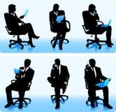 Коммерсантки и силуэты бизнесменов иллюстрация вектора
