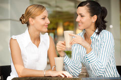 Коммерсантки с кофе Стоковые Изображения