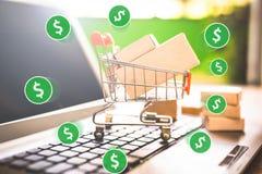 Коммерция e, покупает и продает онлайн, виртуальную корзину стоковое изображение
