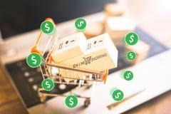 Коммерция e, покупает и продает онлайн, виртуальную корзину стоковые изображения