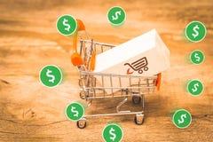 Коммерция e, покупает и продает онлайн, виртуальную корзину стоковая фотография rf
