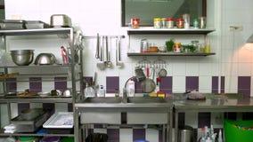 Коммерчески интерьер кухни сток-видео