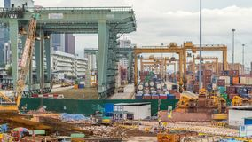 Коммерчески порт timelapse Сингапура Взгляд глаза птицы панорамный самого занятого азиатского порта груза видеоматериал