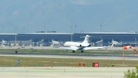 Коммерчески посадка авиалайнера на международном аэропорте Барселоны видеоматериал