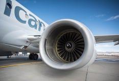 Коммерчески реактивный двигатель пассажирского самолета на воздушных судн стоковое изображение