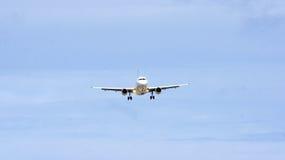 Коммерчески самолет летая сверх Стоковое Изображение RF