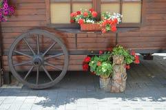 Коммерчески экипаж с цветками Стоковая Фотография RF