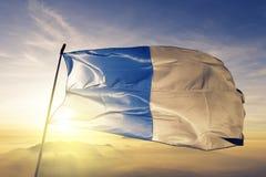 Коммуна Аяччо ткани ткани ткани флага Франции развевая на верхнем тумане тумана восхода солнца иллюстрация штока