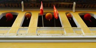 Коммунистические флаг и фонарик Стоковое Изображение