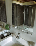 комната ванной комнаты чердака самомоднейшая Стоковые Фото