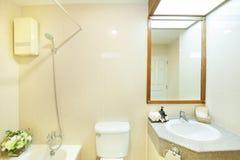 Комната ванны в богатом доме Стоковая Фотография RF