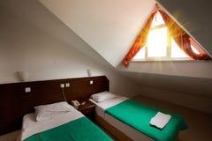 комната в мотеле гостиницы чердака пустая Стоковая Фотография RF