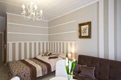 Комната гостиницы или пансиона элегантная стоковые изображения rf