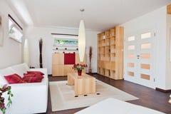 комната дома живя самомоднейшая Стоковые Фотографии RF