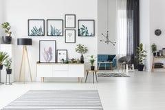 комната интерьера живя самомоднейшая иллюстрация штока