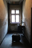 Комната концентрационного лагеря Освенцима-Birkenau стоковые фотографии rf