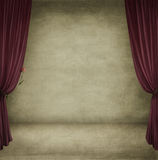 комната красного цвета занавесов Стоковое Изображение