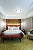 комната кровати живущая Стоковое Изображение