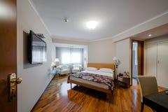 Комната кровати современной гостиницы роскошная Стоковое Изображение