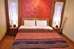 комната кровати стоковое изображение