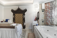 Комната массажа с jacuzzi Стоковое фото RF