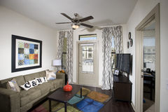 Комната малой квартиры живущая Стоковые Фотографии RF