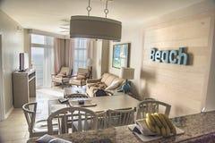 Комната на роскошном пляжном комплексе на океане Стоковые Изображения
