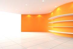 Комната оранжевой стены кривой пустая с полками Стоковые Фотографии RF