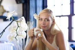 комната орхидеи девушки светлая Стоковые Изображения