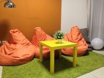 Комната отдыха с красными мягкими креслами стоковые фото