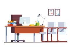 Комната офиса босса с компьютерами на настольном компьютере Стоковая Фотография RF