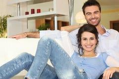комната пар живя ослабляя Стоковое Изображение RF