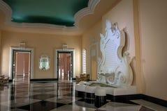 Комната патио фонтана на гостинице казино дворца Quitandinha бывшей - Petropolis, Рио-де-Жанейро, Бразилии стоковая фотография rf