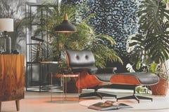 Комната ретро стиля живущая стоковые изображения