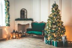 Комната рождества живущая с рождественской елкой Стоковая Фотография