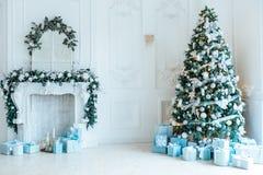 Комната рождества живущая с рождественской елкой Стоковое Изображение RF