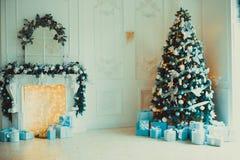 Комната рождества живущая с рождественской елкой Стоковые Изображения