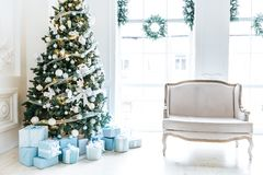 Комната рождества живущая с рождественской елкой, Стоковые Изображения