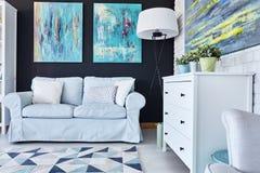 Комната с много картин Стоковое Фото