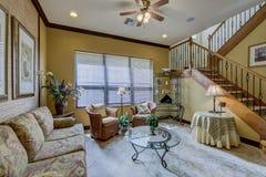 Комната Флориды домашняя живущая с фильтровать утра светлый внутри Стоковое Изображение RF