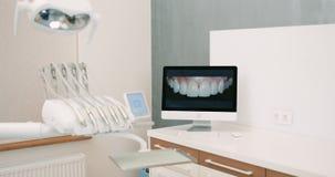 Комната хирургии зубоврачевания работая полная современного оборудования сток-видео