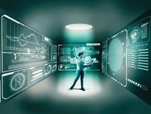 Комната цифров Женщина используя компьтер-книжку в середине Стоковые Изображения RF