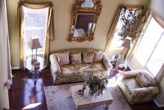 комната шикарной твёрдой древесины настила живущая стоковая фотография