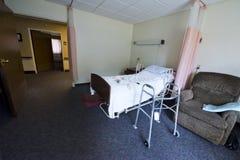 Комната дома престарелых и кровать, помогать прожитие Стоковые Фото